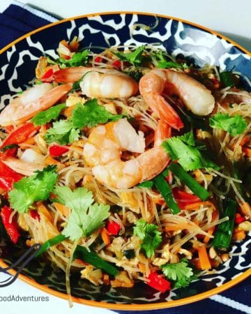 This Asian Noodle Salad comes from Central Asia. It's a colorful salad, deliciously served cold or warm. Made with chicken, shrimp, bean vermicelli, cilantro, red peppers and shrimp, a perfect combination!