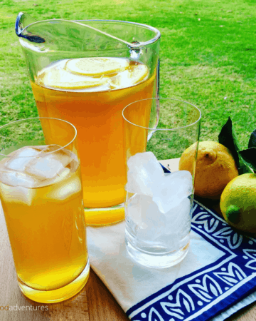 Homemade Lemon Iced Tea recipe. This classic recipe perfect for the summer. Full of antixodants, and you get to control the sugar! So easy to make with freshly lemons and black tea!