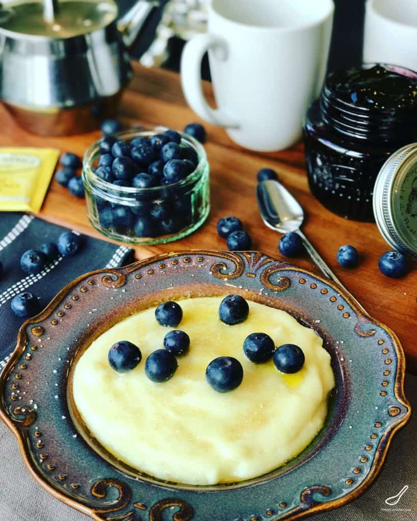 cream of wheat or Mannaya Kasha in a bowl with fresh blueberries, served for breakfast