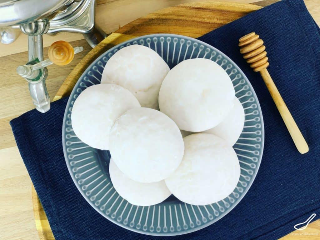 Honey Cookies Pryaniki on a plate, top down view