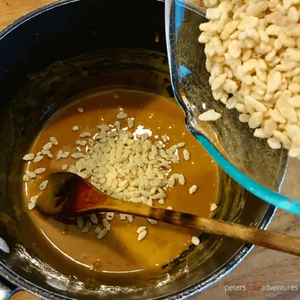 making rice krispies caramel