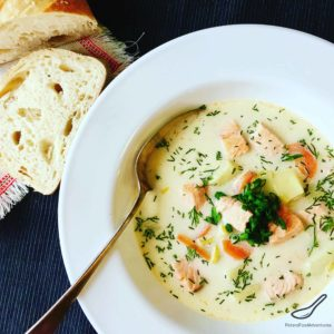 A Creamy Fish Soup made with Salmon and Potatoes (Ukha). Real Fish Broth made with fish heads. Lohikeitto - Finnish Salmon Soup (Финская уха)