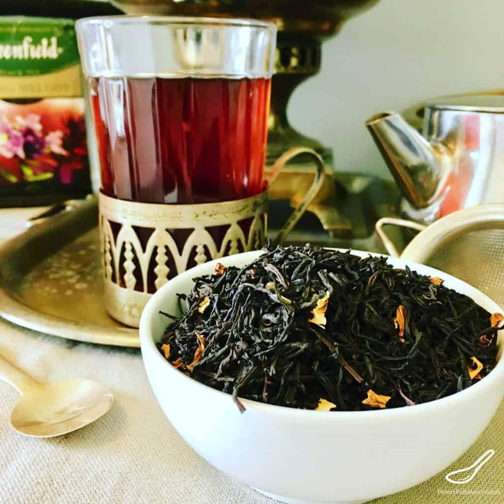 How do Russians drink tea?