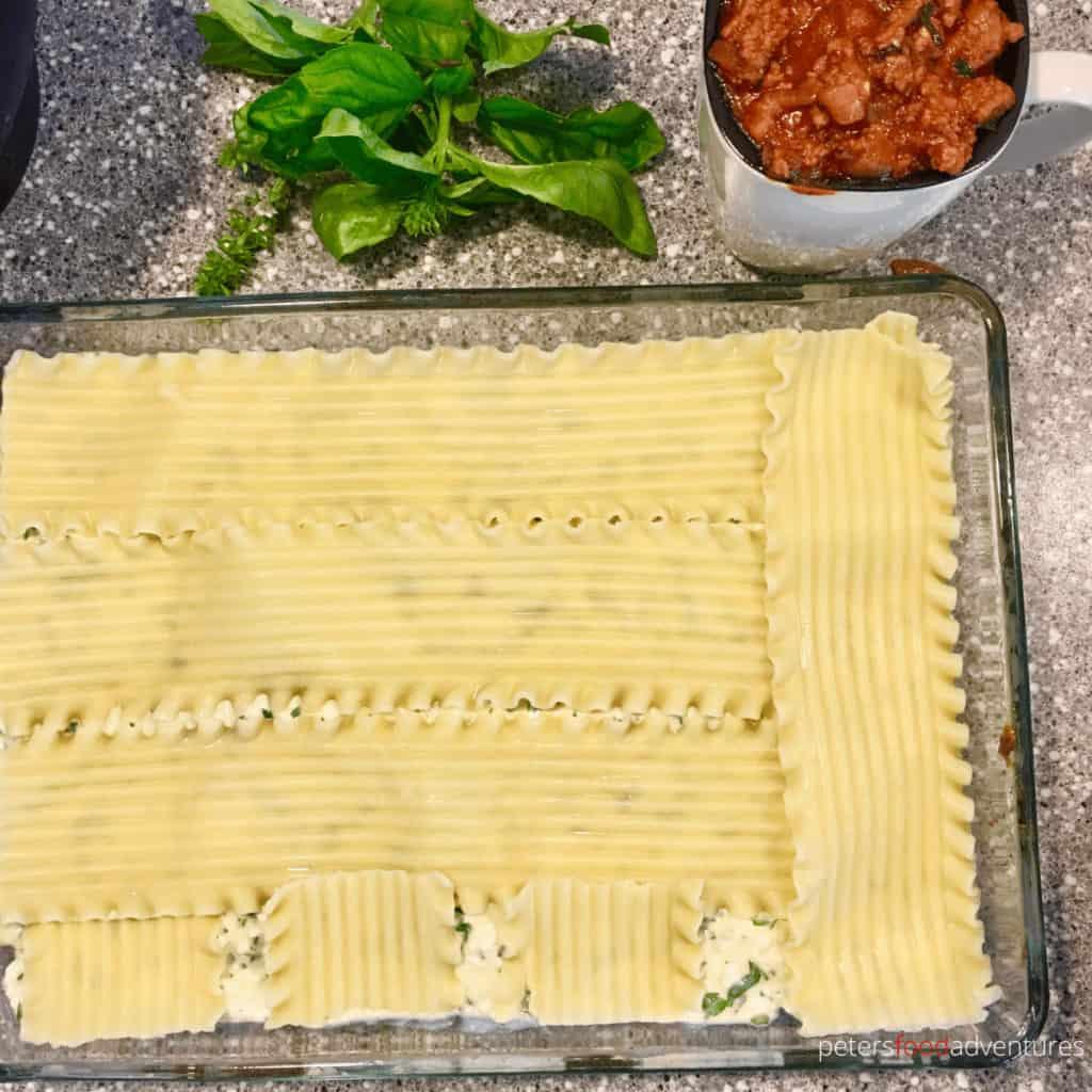 making lasanga layering pasta