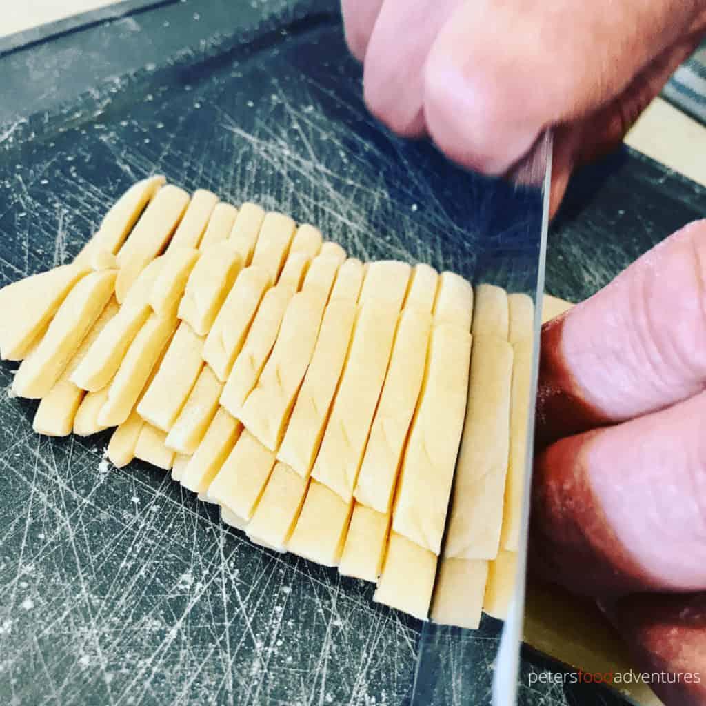 slicing dough for chak chak