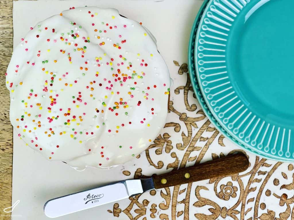 This Paska tastes amazing. Made with white chocolate, macadamia nuts and dried cranberries, everyone will love this Paska recipe. Also known as Kulich, it's an Eastern European dessert made for Easter.