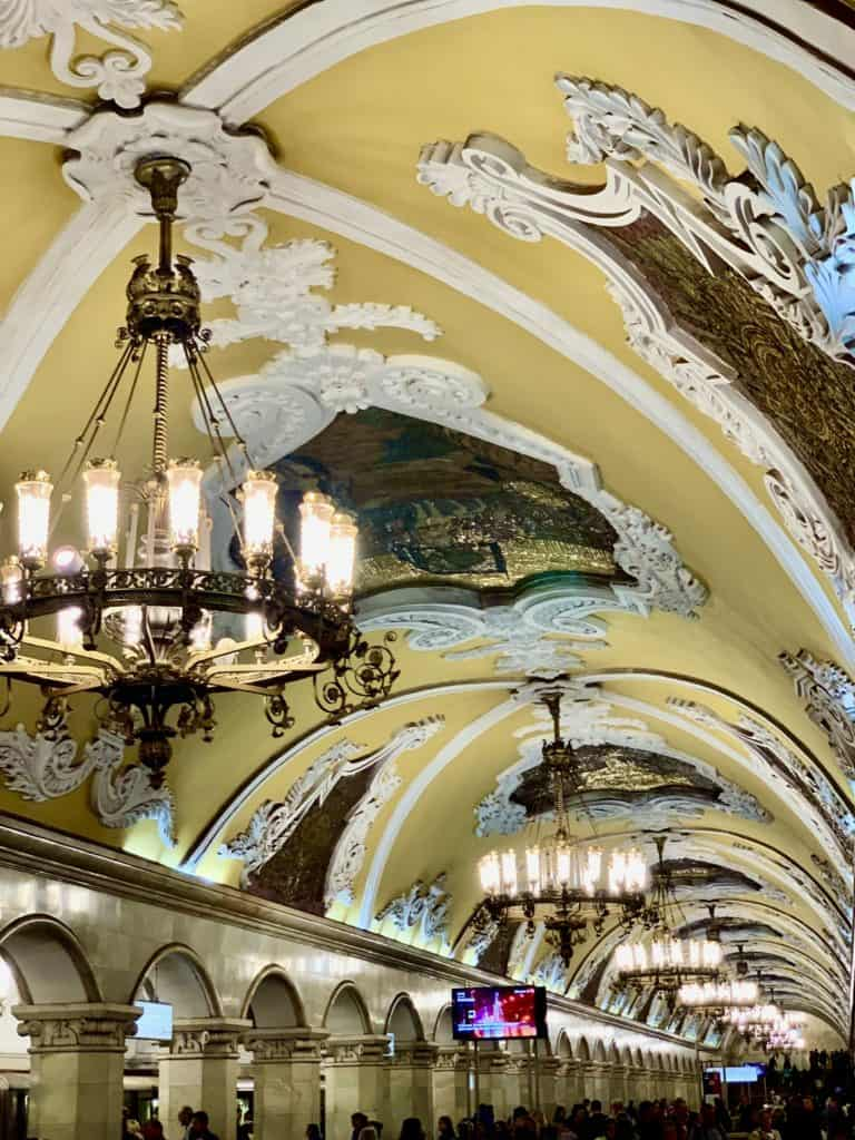 komsomolskaya station with chandeliers